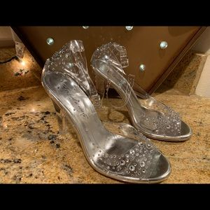 New Fabulicious Cinderella Heels Size 6
